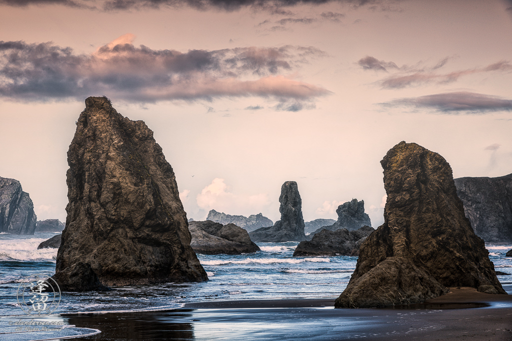 Sea stacks and beach at Face Rock State Scenic Viewpoint in Bandon, Oregon